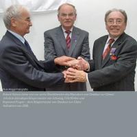 Robert Hebras mit Fritz Körber aus Behringersdorf und Raymond Frugier dem Bürgermeister von Oradour-sur-Glane (2006) - Fotografie-A-Schulz-Rogge